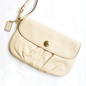 Coach || Cream Leather Wristlet